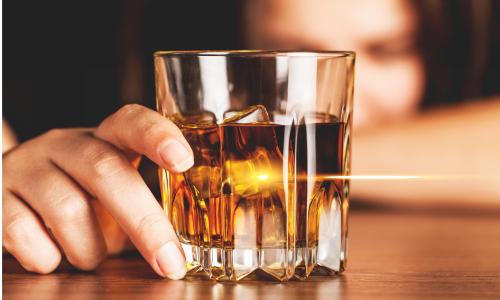 ダラダラ飲みが歯に大ダメージ虫歯酸蝕歯は飲酒後のケア不足から