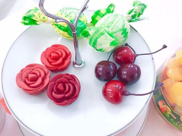 薔薇色に染まる唇と頬インスタ映えな韓国コスメロージーリップはリップチークの2役