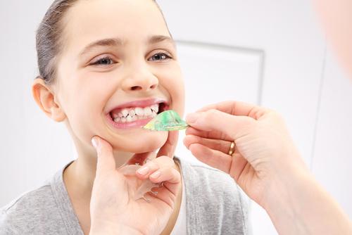 医師が回答子どもの歯並びが悪い理由は将来後悔しないために知っておきたい予防法とダメな生活習慣