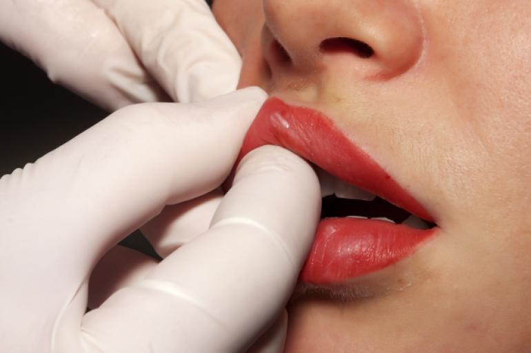 唇のマッサージ