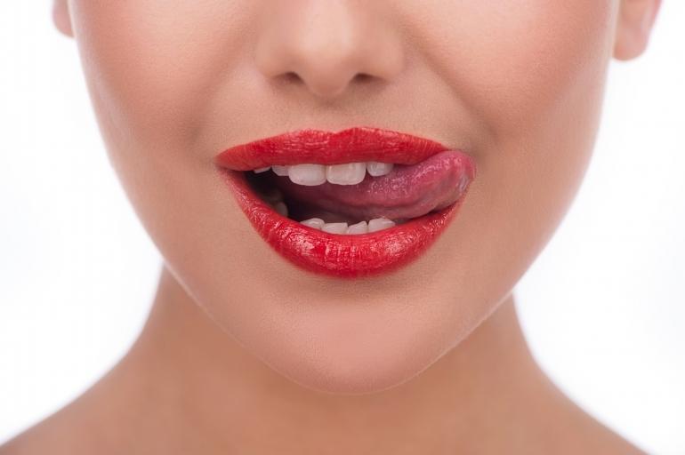 口紅と舌舐めずり
