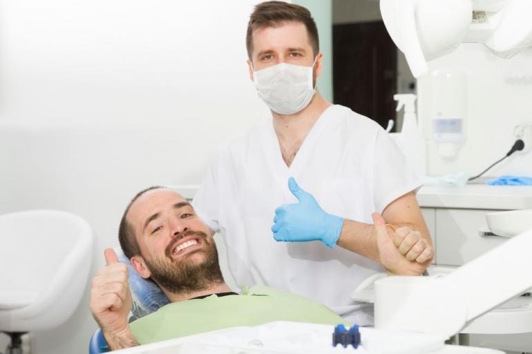患者と歯科医師