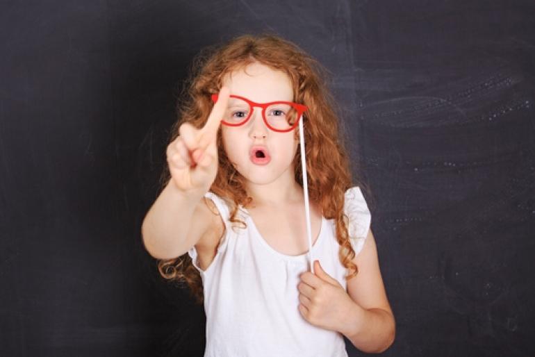 メガネの少女