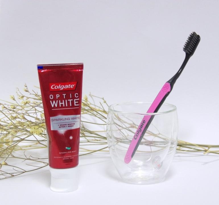 歯ブラシと歯磨き粉